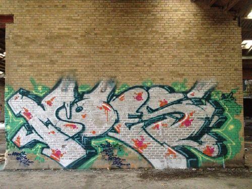 Moes42003